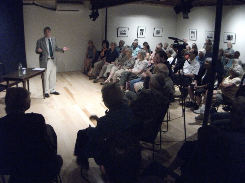 Former U.S. Ambassador and Vermont state senator Peter Galbraith speaks at 118 Ellliot in a talk about the Iran nuclear agreement.